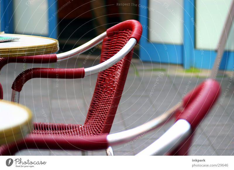 Leerer Stuhl Tisch rot Café Küche Einsamkeit Kaffee Außenaufnahme