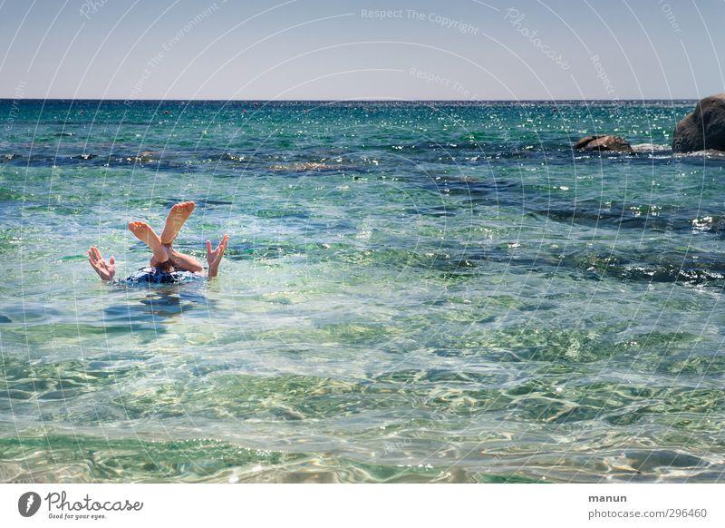 alle Viere von sich strecken Lifestyle Freude Leben Ferien & Urlaub & Reisen Sommer Sommerurlaub Sonne Strand Meer Mensch Arme Hand Beine Fuß 1 Wasser
