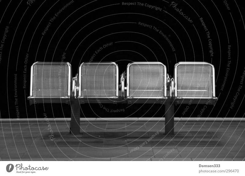 Stadtmöbel Ferien & Urlaub & Reisen Ferne Freiheit grau Verkehr warten Design Tourismus trist Ausflug Abenteuer einfach Stuhl Möbel U-Bahn Stadtzentrum