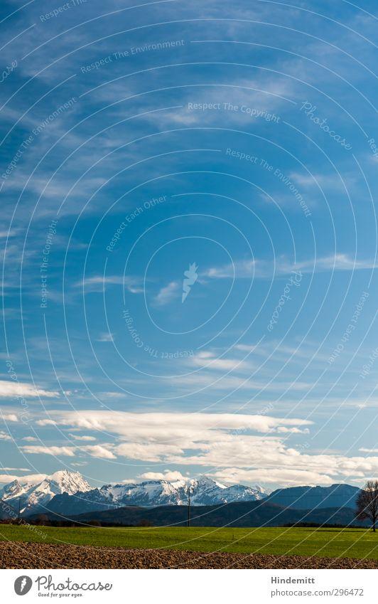 Weitblick [vertikal] Himmel blau Ferien & Urlaub & Reisen grün Baum Wolken ruhig Umwelt Ferne Berge u. Gebirge Wiese Wärme Frühling oben braun Wetter