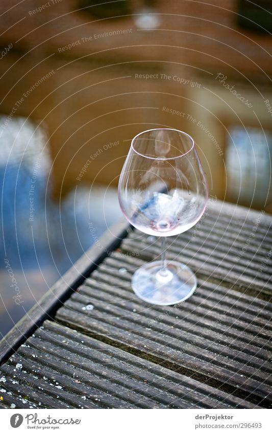 Nach dem Genuß Getränk trinken Alkohol Wein Glas Lifestyle elegant Stil Freude Wellness harmonisch Wohlgefühl Zufriedenheit Stadtrand Industrieanlage Terrasse