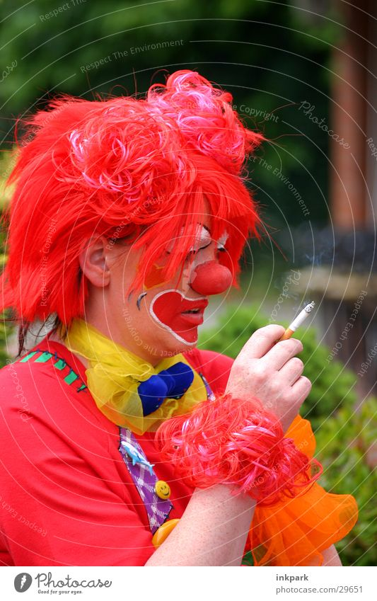 Rauchende Clowns Freude Denken Nase Karneval Zigarette Clown Perücke rauchend