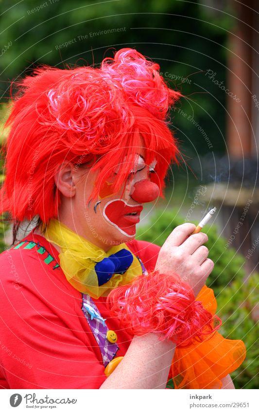 Rauchende Clowns Zigarette rauchend Perücke Denken Freude Nase Karneval