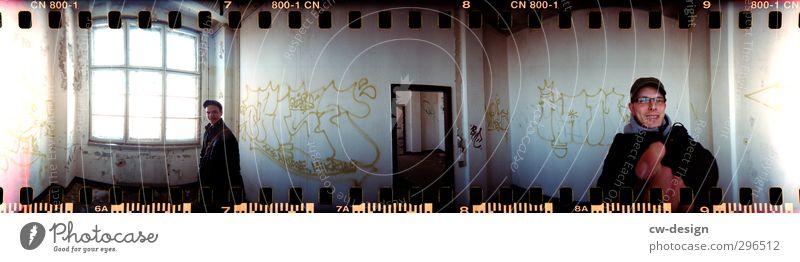 You make me spin around Freizeit & Hobby Häusliches Leben Innenarchitektur Mensch maskulin Junger Mann Jugendliche Erwachsene Freundschaft 2 18-30 Jahre Mauer