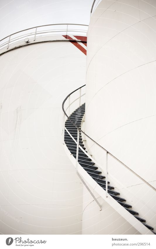 bis nach oben. Landwirtschaft Forstwirtschaft Industrie Hafenstadt Bauwerk Treppe Fassade Dach Metall Linie Streifen Flüssigkeit rund grau rot weiß Energie