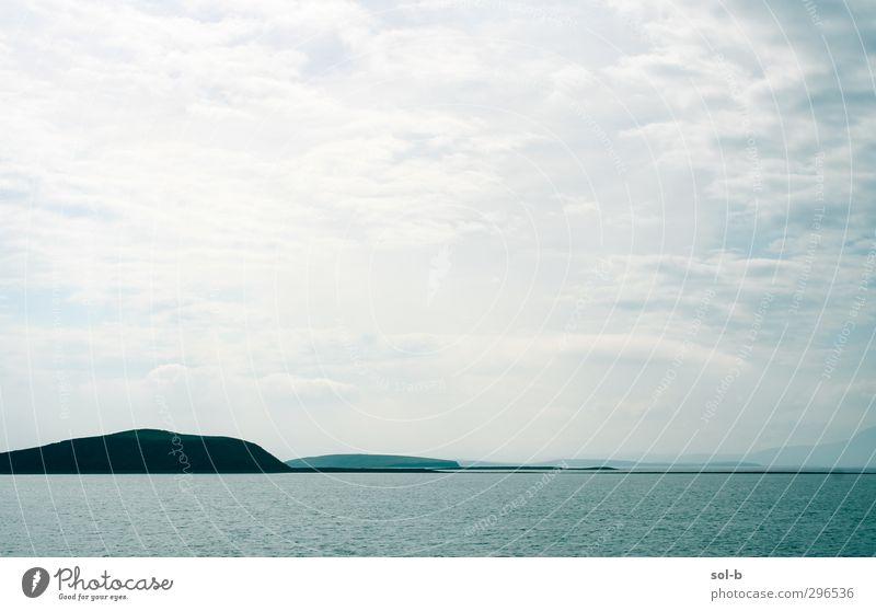 Mayo Ferien & Urlaub & Reisen Tourismus Ferne Meer Insel Umwelt Natur Landschaft Luft Wasser Wolken Horizont Hügel Küste Bucht Menschenleer Traurigkeit einfach