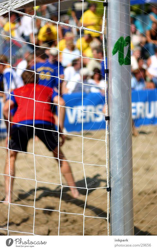 Zwölf Strand Sport Sand Fußball Tor Publikum Pfosten Fußballer Torwart