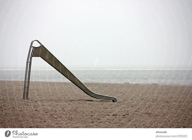 Sandrutsche Spielen Strand Meer Küste Nordsee Langeoog Rutsche Unlust Einsamkeit stagnierend Ferne Farbfoto Gedeckte Farben Außenaufnahme Menschenleer