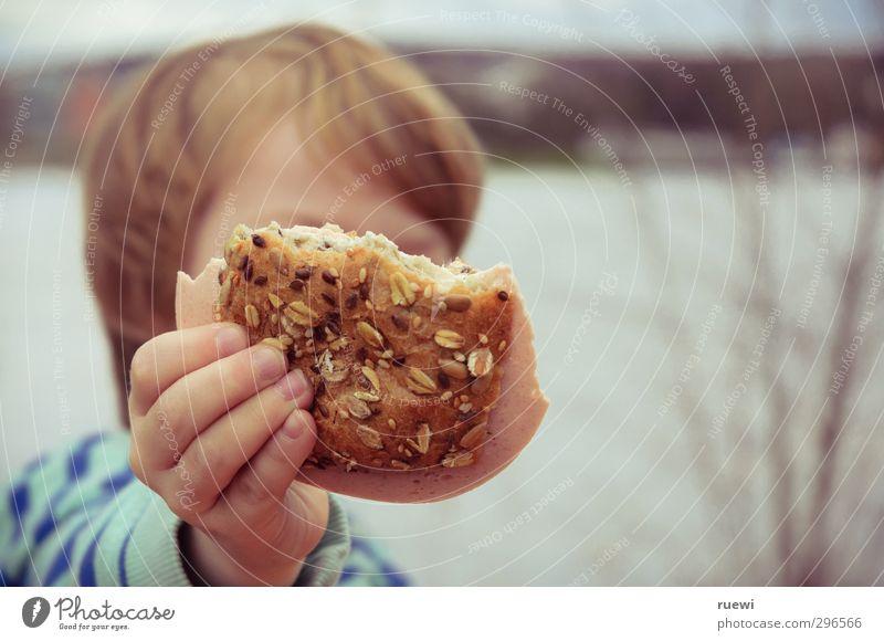 Aber bitte mit Körnern Mensch Kind Wasser Sommer Hand Frühling Junge Essen Gesundheit Lebensmittel Kindheit maskulin Freizeit & Hobby frisch Ausflug Ernährung