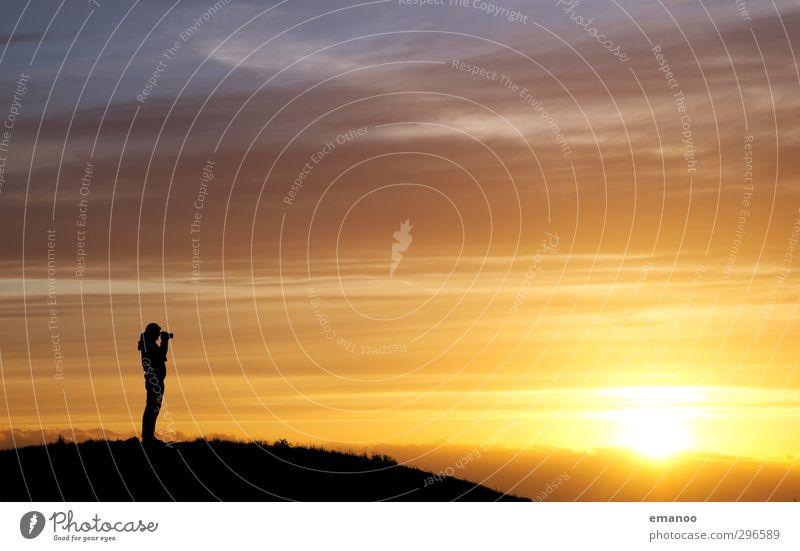Sonnenfotograf Mensch Himmel Natur Mann Ferien & Urlaub & Reisen schön Sommer Freude Landschaft Wolken Erwachsene Ferne Berge u. Gebirge Freiheit Wetter