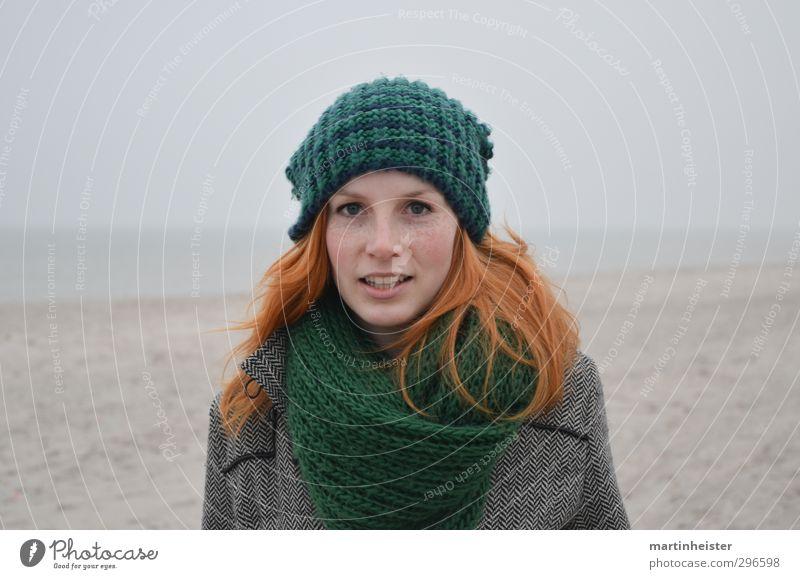 RedSun Mensch Frau Jugendliche grün Meer ruhig Strand Junge Frau Erwachsene feminin 18-30 Jahre Glück grau natürlich orange Zufriedenheit