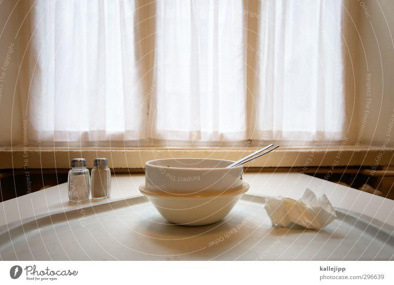 testurteil: laut und lecker Lebensmittel Ernährung Mittagessen Geschirr Schalen & Schüsseln Besteck Essen Mensa Speisesaal Tisch Pfeffer Salz Salzstreuer