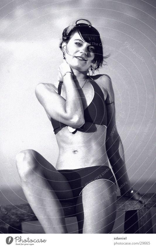 bikini s/w Frau Strand Lifestyle Bikini Nostalgie