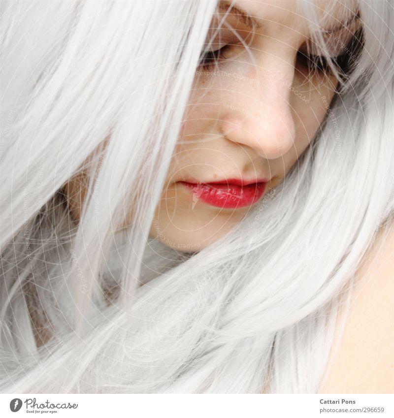 don't remember me Haare & Frisuren Gesicht Schminke Lippenstift Wimperntusche feminin Junge Frau Jugendliche Erwachsene weißhaarig langhaarig träumen