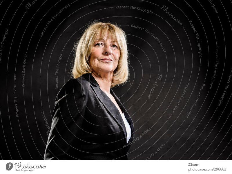 M. elegant schön Wirtschaft feminin Frau Erwachsene Weiblicher Senior 1 Mensch 45-60 Jahre Jacke Kostüm blond langhaarig alt Erfolg Freundlichkeit natürlich
