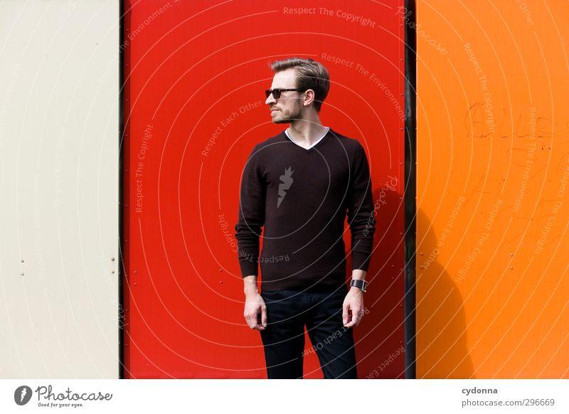 Dreigeteilt Mensch Jugendliche schön Farbe rot Erwachsene Junger Mann Wand Leben 18-30 Jahre Mauer Stil orange elegant stehen Lifestyle