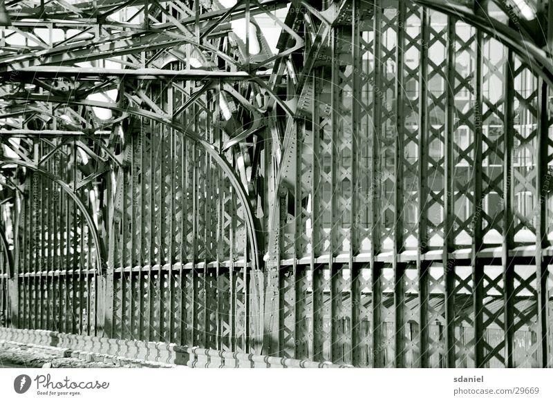 Hackerbrücke Bahnbrücke Stahl München Zaun Architektur Straßenbrücken Baugerüst