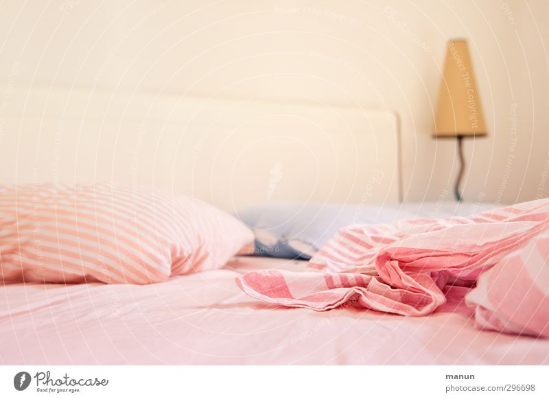 wake up Erholung Innenarchitektur Stil Lampe hell Raum Wohnung Ordnung Lifestyle Häusliches Leben weich Sauberkeit Bett Bettwäsche Möbel gemütlich