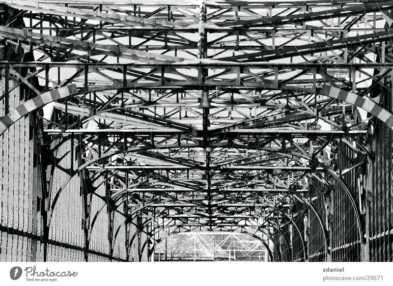 Hackerbrücke München Architektur Stahl Zaun Baugerüst Bayern Brücke Bahnbrücke