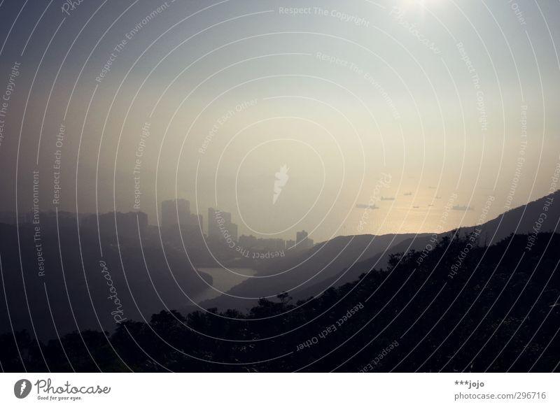 smogs of aberdeen, oder: schiffe versenken. Natur Stadt Meer Wald Ferne Wasserfahrzeug Park Nebel Hochhaus Idylle Aussicht Hügel Asien Bucht Skyline China