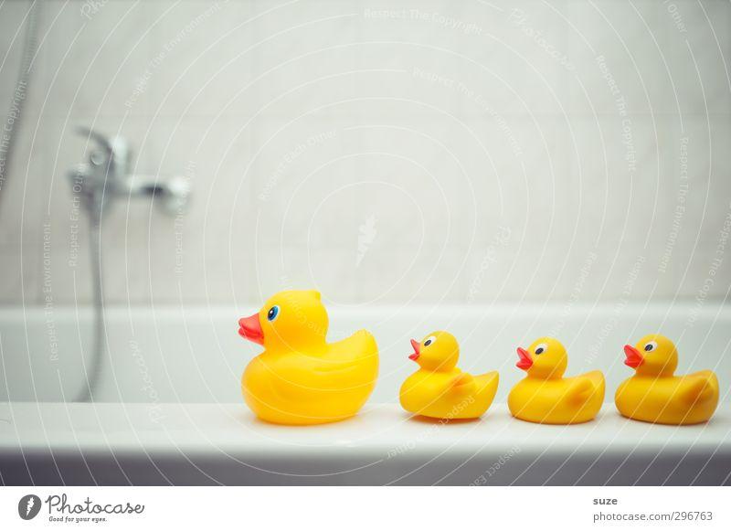 Abmarsch Kind Freude gelb Spielen lustig grau klein Schwimmen & Baden Familie & Verwandtschaft Freizeit & Hobby Kindheit Design Fröhlichkeit Badewanne niedlich
