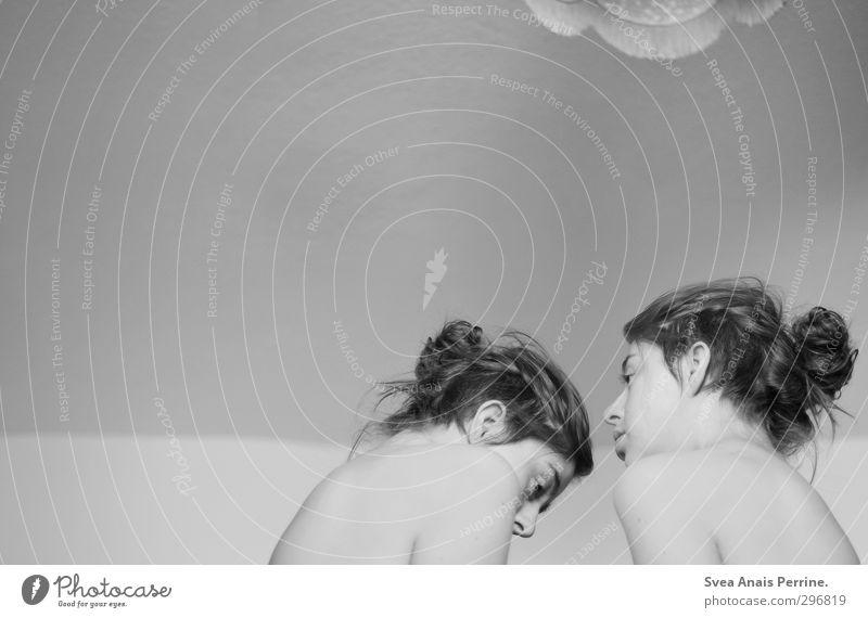 nicht 2 sondern 1300 :) Mensch Jugendliche nackt Junge Frau 18-30 Jahre Gesicht Erwachsene Traurigkeit feminin Haare & Frisuren Lampe natürlich Kopf träumen