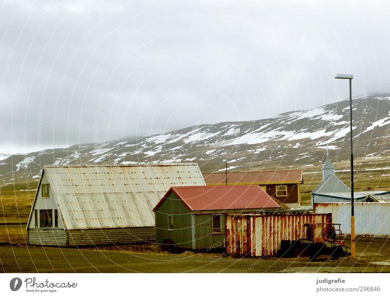 Island Umwelt Natur Landschaft Himmel Wolken Klima Berge u. Gebirge Schneebedeckte Gipfel Dorf Haus Hütte Kirche Gebäude Dach dunkel einfach Stimmung