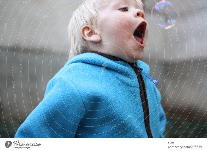 Oh Mensch Kind Freude Leben Gefühle Spielen Junge Glück Stimmung Kindheit blond Freizeit & Hobby Fröhlichkeit Lebensfreude Kleinkind Konzentration