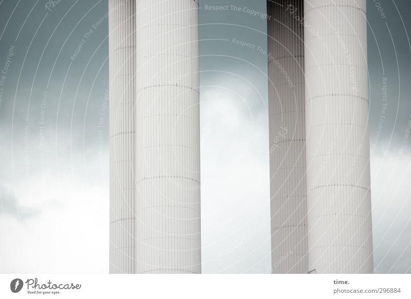 Moderne Antike Himmel Stadt Wolken ruhig Ferne dunkel Architektur Zufriedenheit Ordnung hoch stehen modern ästhetisch Wandel & Veränderung Vergänglichkeit Turm