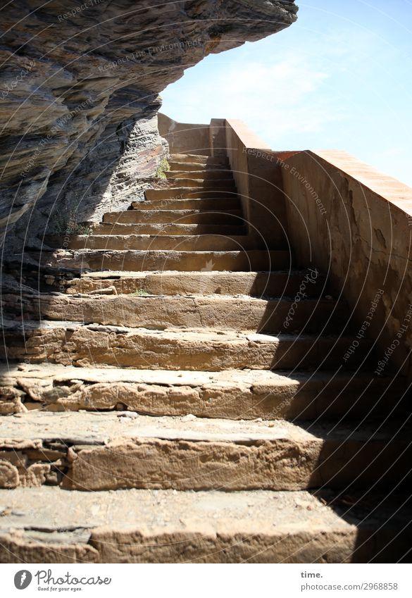 stairway to holiday Schönes Wetter Felsen Küste Cadaques Spanien Bauwerk Mauer Wand Treppe Sehenswürdigkeit Stein Naturstein hell historisch hoch Kraft Schutz