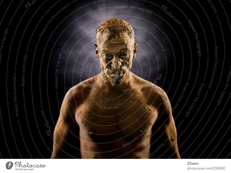 grantig Jugendliche Erwachsene dunkel Junger Mann Senior Stein Sand maskulin Kraft Erde dreckig stehen Wandel & Veränderung sportlich stark Maske