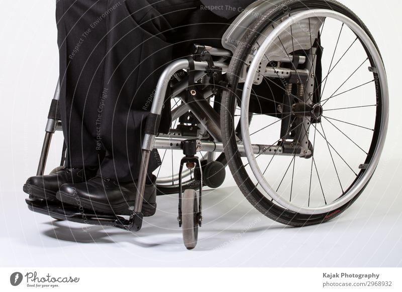 Ein Mensch auf dem Rollstuhl Krankenpflege Körper Beine Fuß 1 Verkehrsunfall Krankheit Laster Frieden Frustration Mobilität Rettung Schmerz Behinderte