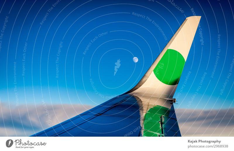 Flugzeugsflügel über den Wolken Freizeit & Hobby Ferien & Urlaub & Reisen Pilot Luftverkehr Passagierflugzeug Flugzeugausblick Metall fliegen Unendlichkeit blau