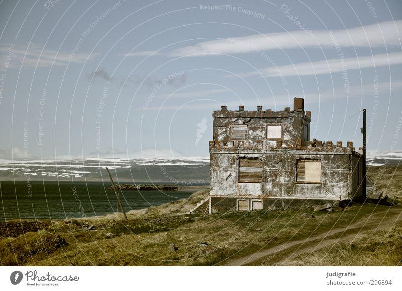 Island Umwelt Natur Landschaft Himmel Fjord Haus Hütte Bauwerk Gebäude Mauer Wand alt kaputt natürlich Idylle Verfall Vergänglichkeit Häusliches Leben Unbewohnt