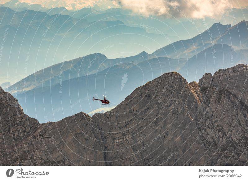 Unterwegs mit dem Hubschrauber in den Schweizer Alpen Umwelt Natur Landschaft Himmel Wolken Sonnenlicht Sommer Schönes Wetter Felsen Berge u. Gebirge