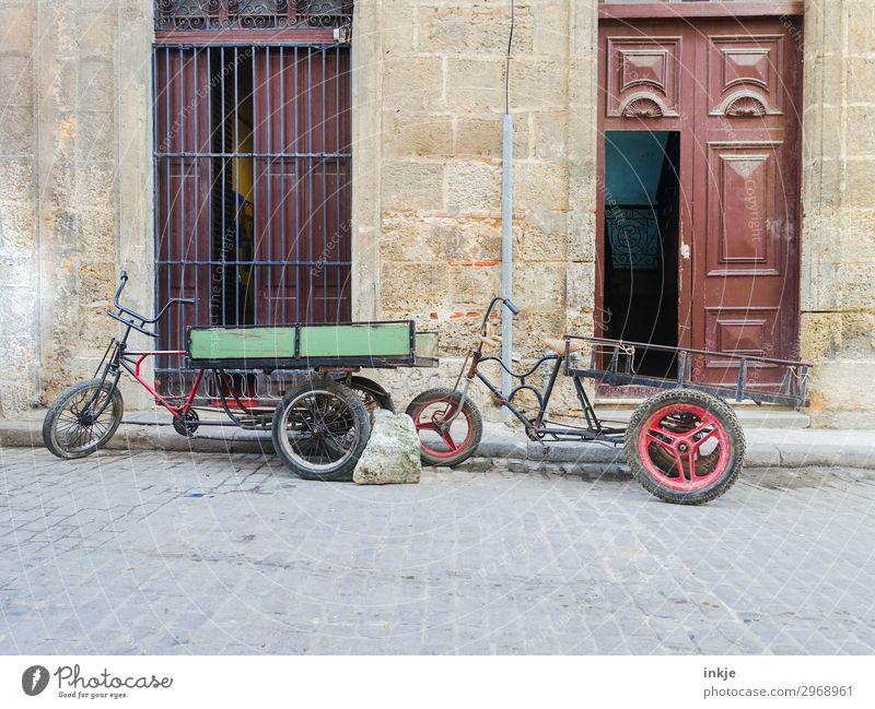 kubanische Lastenfahrräder alt Haus Straße Fassade Verkehr Tür Fahrrad authentisch Armut einfach Güterverkehr & Logistik Kuba innovativ Verkehrsmittel