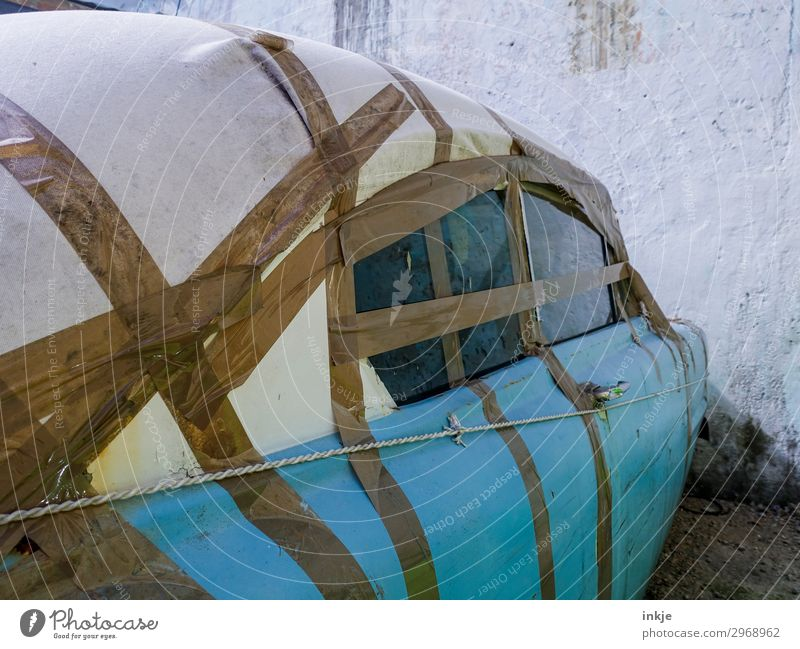 kubanische Schweißnaht blau Autofenster braun PKW Verkehr authentisch Armut kaputt einfach Kuba innovativ Oldtimer Autodach Klebeband