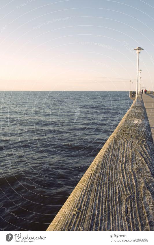 maritime lines Umwelt Natur Urelemente Wasser Wolkenloser Himmel Sonne Sonnenaufgang Sonnenuntergang Schönes Wetter Wellen Küste Ostsee Meer gehen Seebrücke
