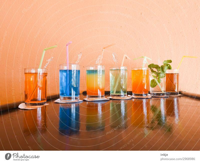 kubanische Cocktails Getränk Erfrischungsgetränk Alkohol Longdrink Glas Trinkhalm Menschenleer Theke authentisch einfach mehrfarbig Reihe Kuba Farbfoto