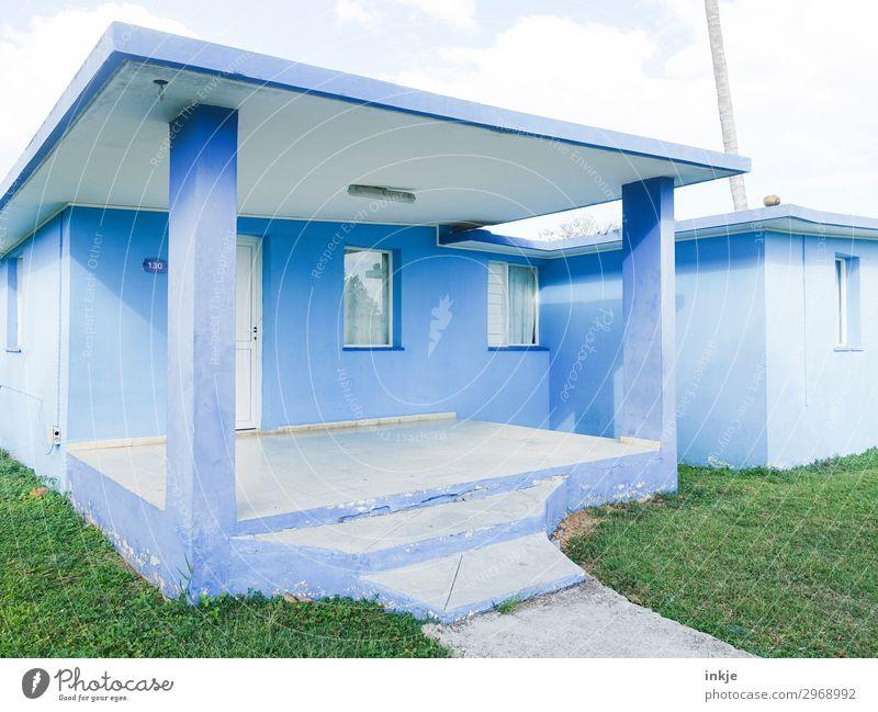 kubanische Bungalows blau grün weiß Haus Fenster Fassade Treppe Tür authentisch einfach Kuba Unbewohnt Terrasse Ferienhaus Flachdach