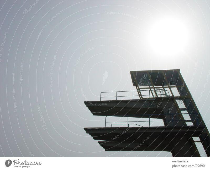 Sprungturm Himmel Sonne Sport springen Turm Sprungbrett Turmspringen
