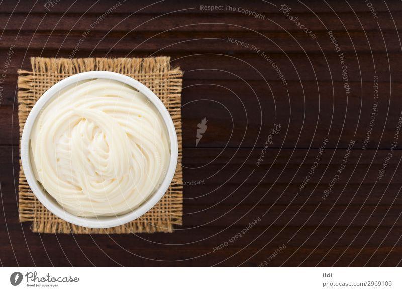 Mayonnaise Lebensmittel dick Gewürz Saucen Sahne Dip Dressing Zutaten cremig Fett Bohnenkraut Verwirbelung Aufstrich Auflaufform Textfreiraum Overhead Top