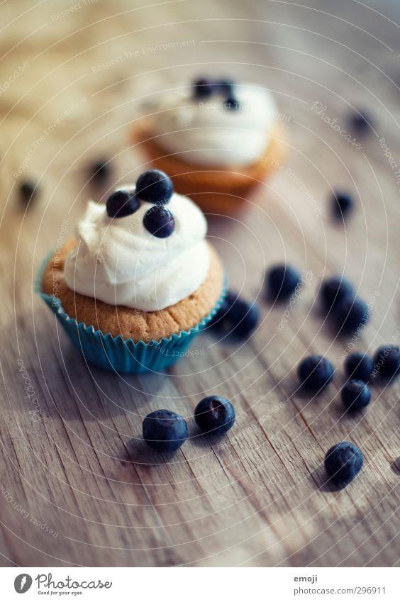 1700 oOoooO Frucht Dessert Süßwaren Ernährung Picknick Fingerfood lecker süß Blaubeeren Muffin Cupcake topping Sahne Farbfoto Außenaufnahme Innenaufnahme