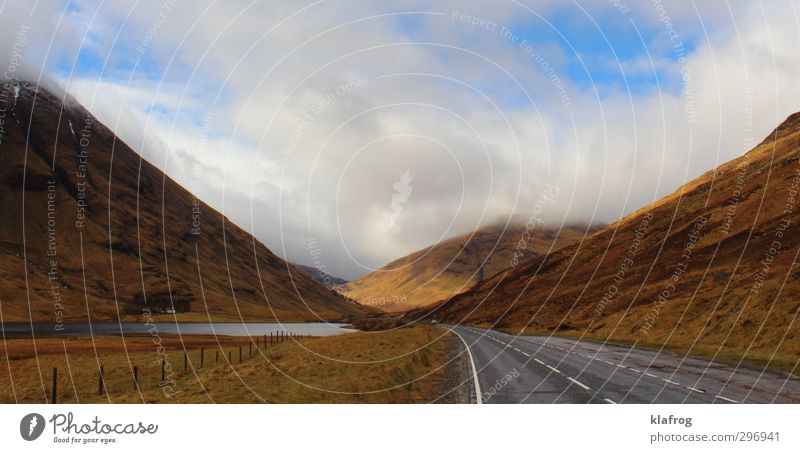 High auf Whisky Himmel Wasser Landschaft Wolken Berge u. Gebirge Straße Gras Frühling Wege & Pfade Luft Felsen Feld Schönes Wetter Europa Sträucher Lebensfreude