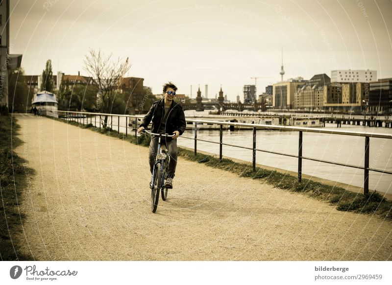 berlin-style 17 Jugendliche Junger Mann Lifestyle Leben Wege & Pfade Berlin Zeit Mode Zufriedenheit Fahrrad Kraft Fahrradfahren einzigartig Coolness Hauptstadt