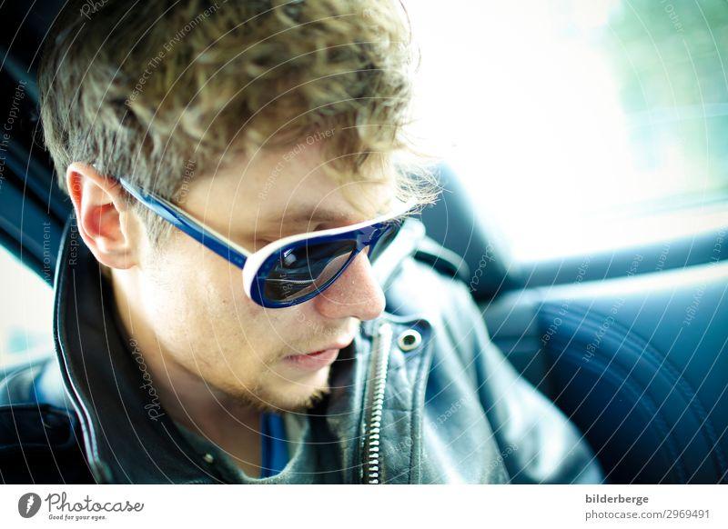 berlin-style 15 Lifestyle maskulin Junger Mann Jugendliche Mensch Künstler Musiker Hauptstadt Mode T-Shirt Jacke Sonnenbrille Arbeit & Erwerbstätigkeit Erfolg
