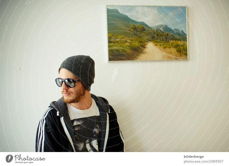 berlin-style 13 Mensch Jugendliche Junger Mann Erotik Lifestyle Stimmung Häusliches Leben Wohnung Fotografie Hauptstadt T-Shirt Student Bild Bart Mütze