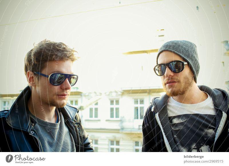 berlin-style 19 Lifestyle Freizeit & Hobby lernen Student Geschwister Freundschaft 2 Mensch Künstler Band Musiker Hauptstadt T-Shirt Jacke Sonnenbrille Mütze