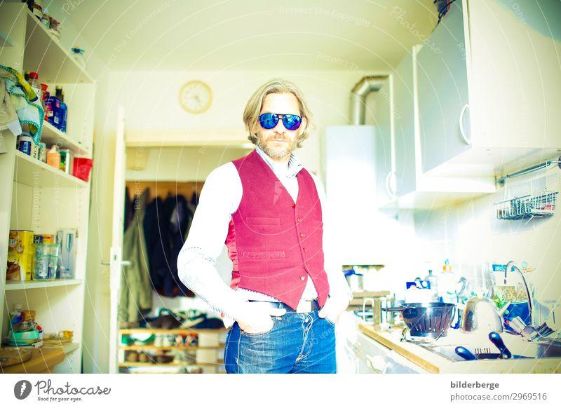 berlin-style 12 Mann alt Lifestyle Erwachsene Mode Haare & Frisuren Häusliches Leben Wohnung maskulin Coolness Küche trendy Jeanshose Bart Hemd chaotisch