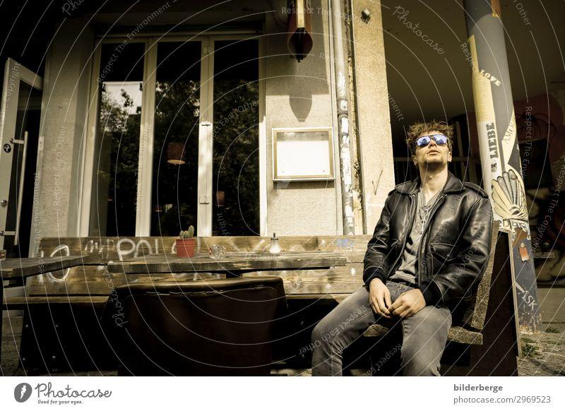 berlin-style 8 Lifestyle Leben Ferien & Urlaub & Reisen Tourismus Junger Mann Jugendliche Hauptstadt Mode Sonnenbrille Coolness Kraft Brille Berlin unterwegs